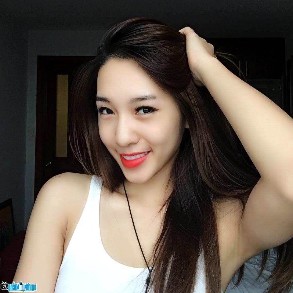 Chân dung Hot girl Emily Nguyễn