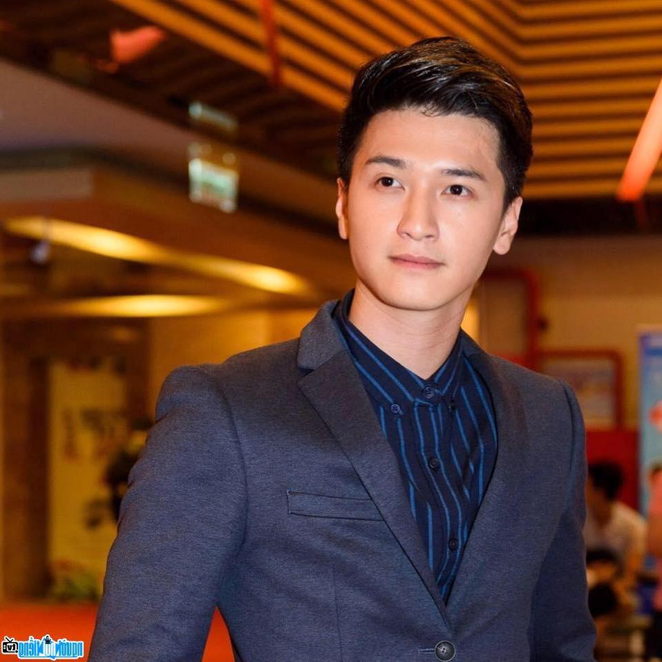Ngắm lại những bức ảnh dễ thương của hot boy Huỳnh Anh