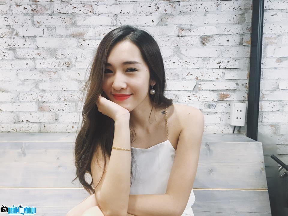 Vẻ đẹp của Hot girl Emily Nguyễn