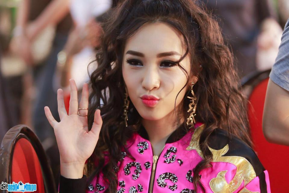Ảnh của Emily Nguyễn- Hot girl sinh ở Hà Nội-Việt Nam