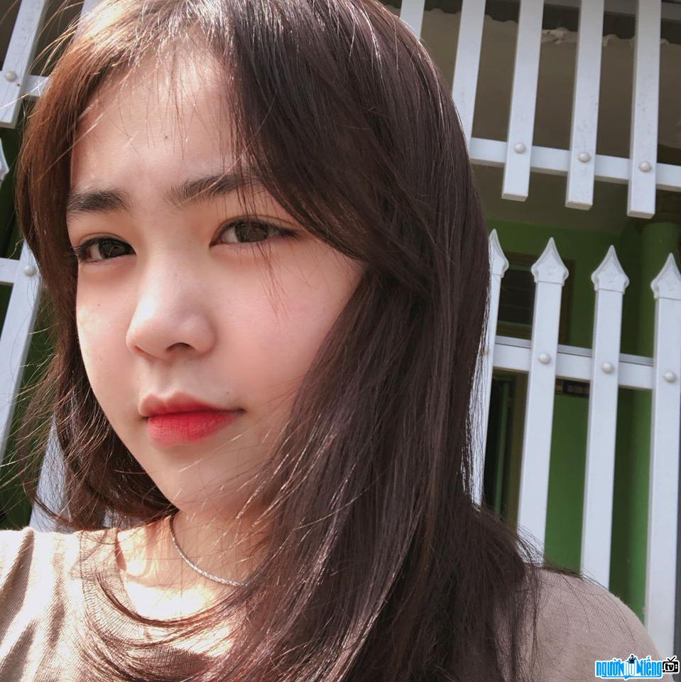 Cận cảnh gương mặt xinh đẹp của tiktoker Tố Như