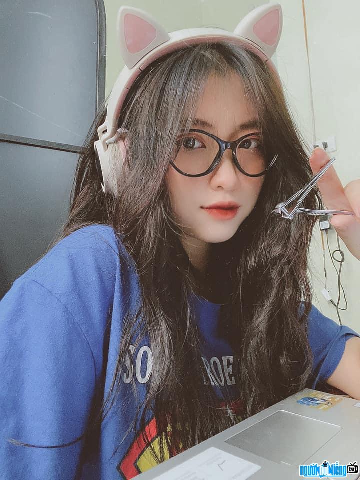 Cận cảnh gương mặt xinh đẹp của Lan Hương