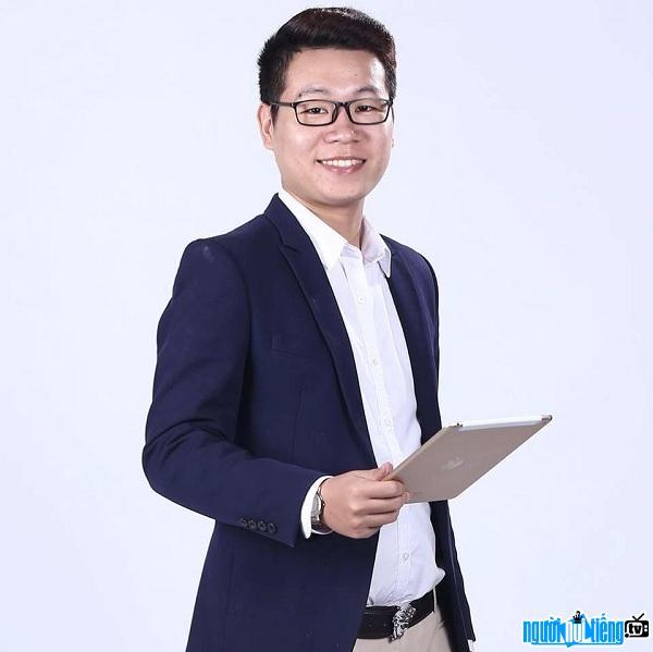 Nguyễn Tiến Đạt (thầy Đạt Toán) là giáo viên nổi tiếng tại Hà Nội