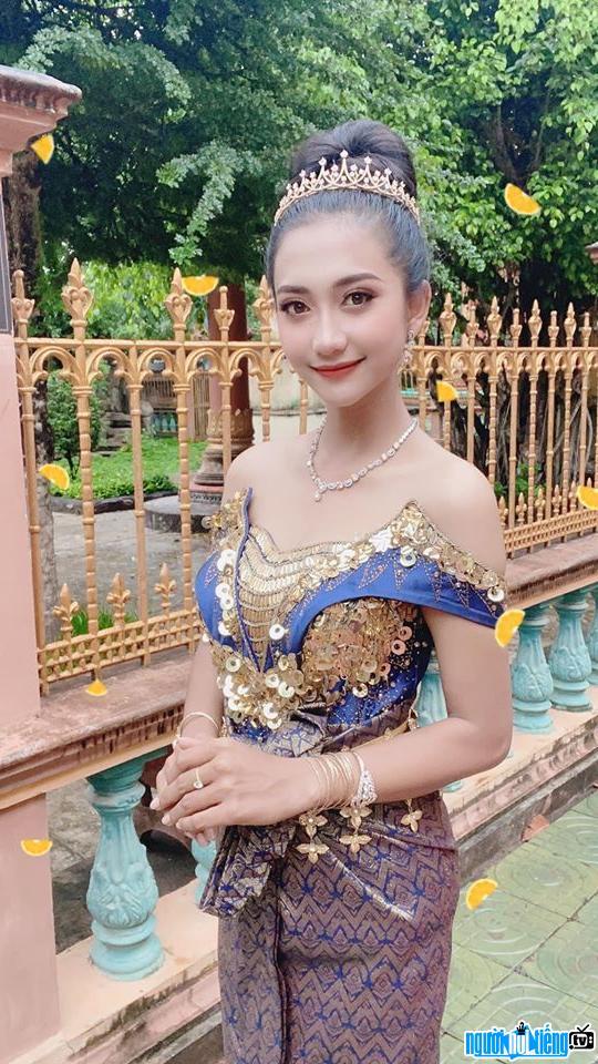 Kim Nương xinh đẹp quyến rũ trong bộ trang phục truyền thống