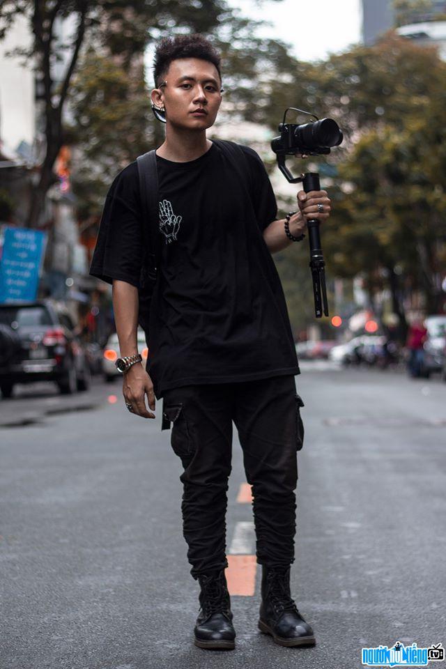 Hình ảnh trong giờ đi quay của Rapper Freaky