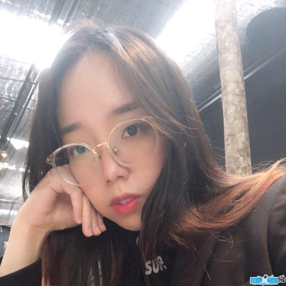 Hình ảnh Chang Doran với mái tóc dài duyên dáng