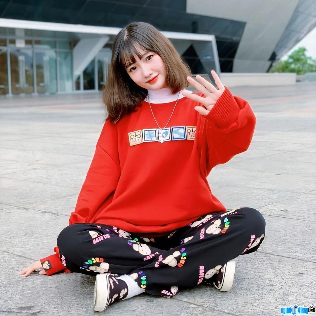 Khánh Huyền xinh đẹp trẻ trung