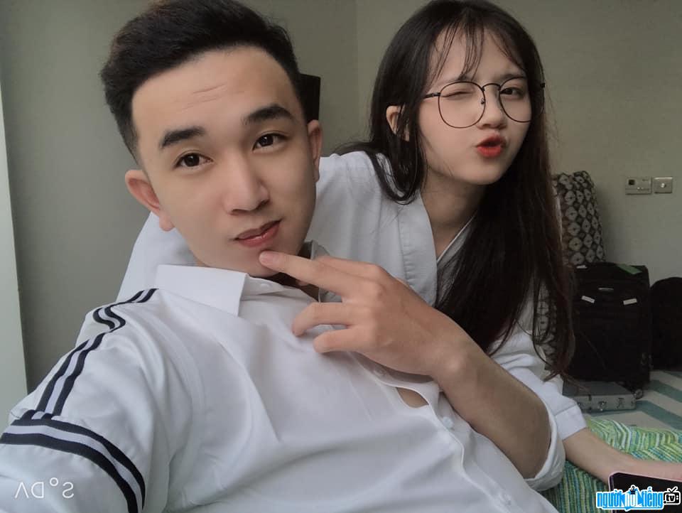 Wadu Tv chụp hình cùng với nữ streamer xinh đẹp Hường Lulii