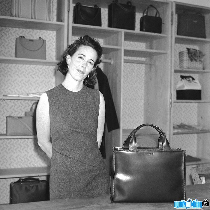 Nhà thiết kế thời trang Kate Spade tự tử tại nhà riêng