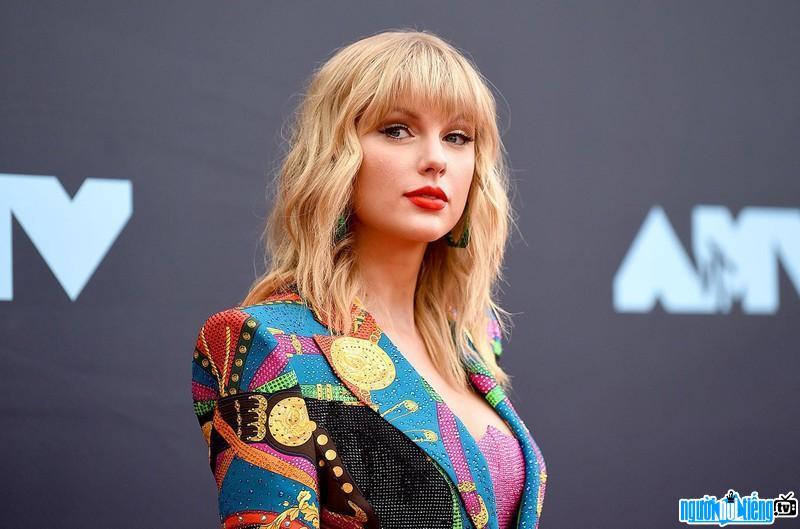 Taylor Swift sở hữu thân hình chuẩn như một người mẫu