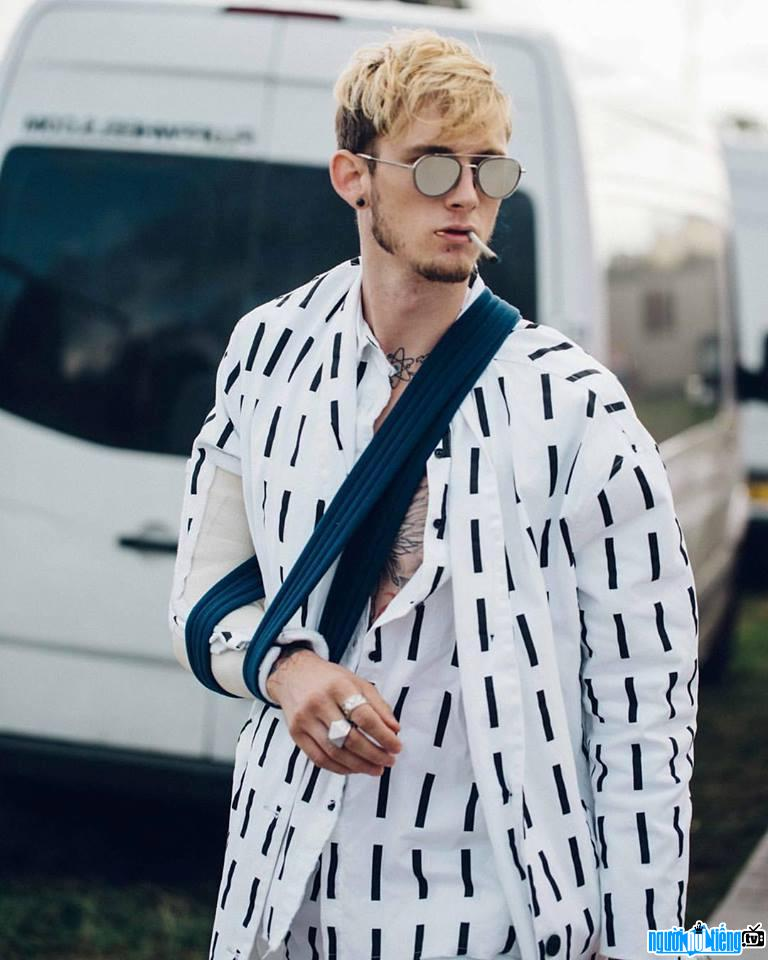 Ảnh Ca sĩ Rapper Machine Gun Kelly 2