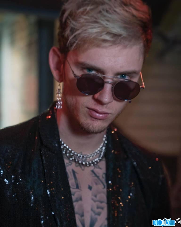 Ảnh Ca sĩ Rapper Machine Gun Kelly 4