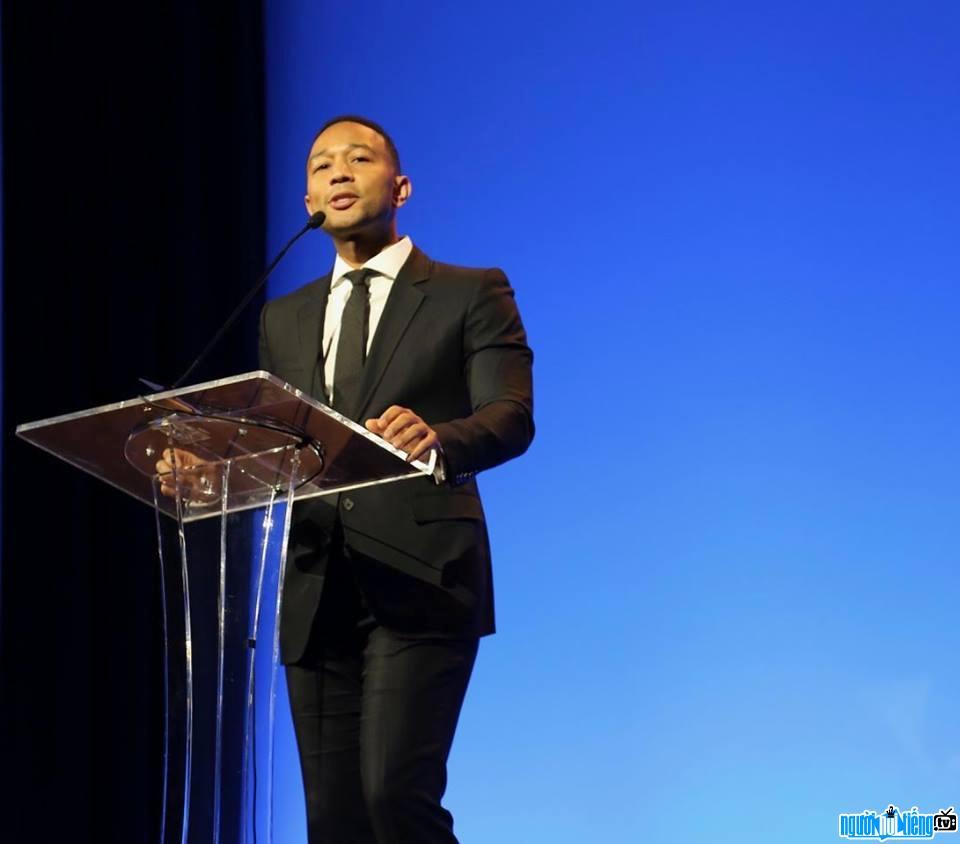 Hình ảnh mới nhất về Ca sĩ R&B John Legend