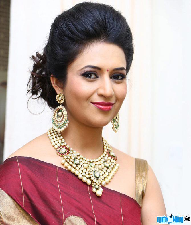 Chân dung Nữ diễn viên truyền hình Divyanka Tripathi