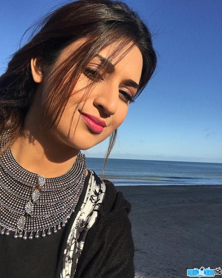Divyanka Tripathi là nữ diễn viên truyền hình Ấn Độ nổi tiếng