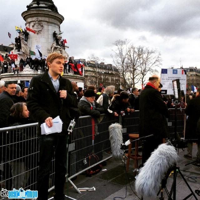 Ronan Farrow tại Paris