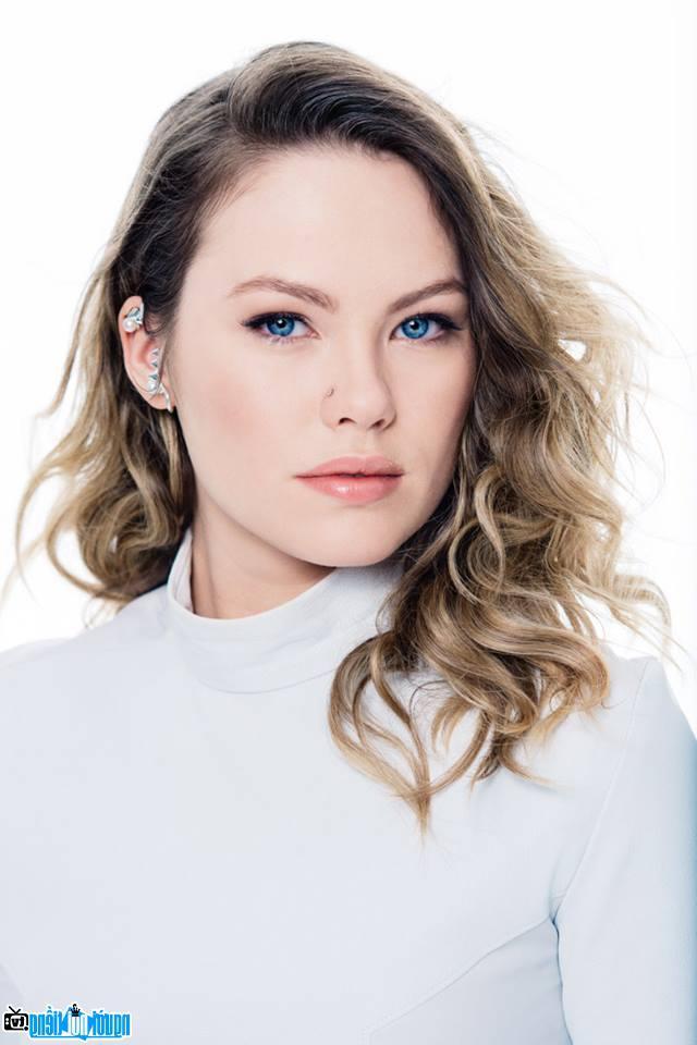 Nữ diễn viên truyền hình Chloe Rose