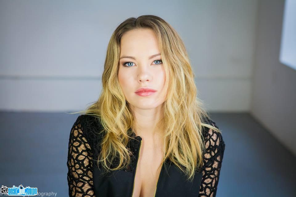 Nữ diễn viên truyền hình Chloe Bennet