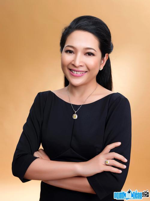 Chân dung MC Quỳnh Hương