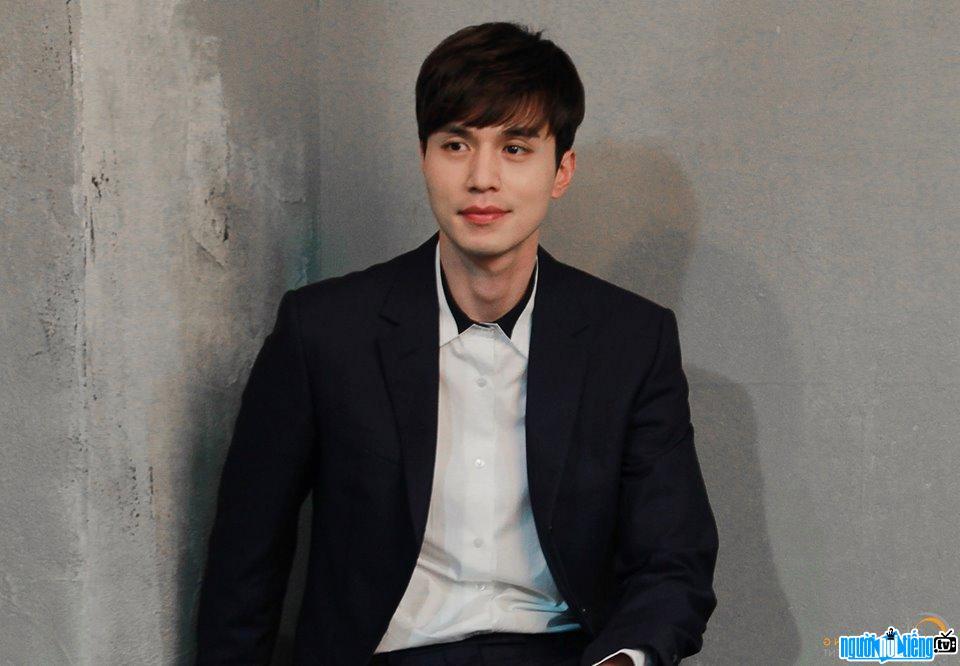 Diễn viên nam Lee Dong Wook