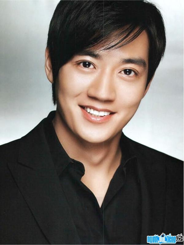 Diễn viên nam Kim Rae-won