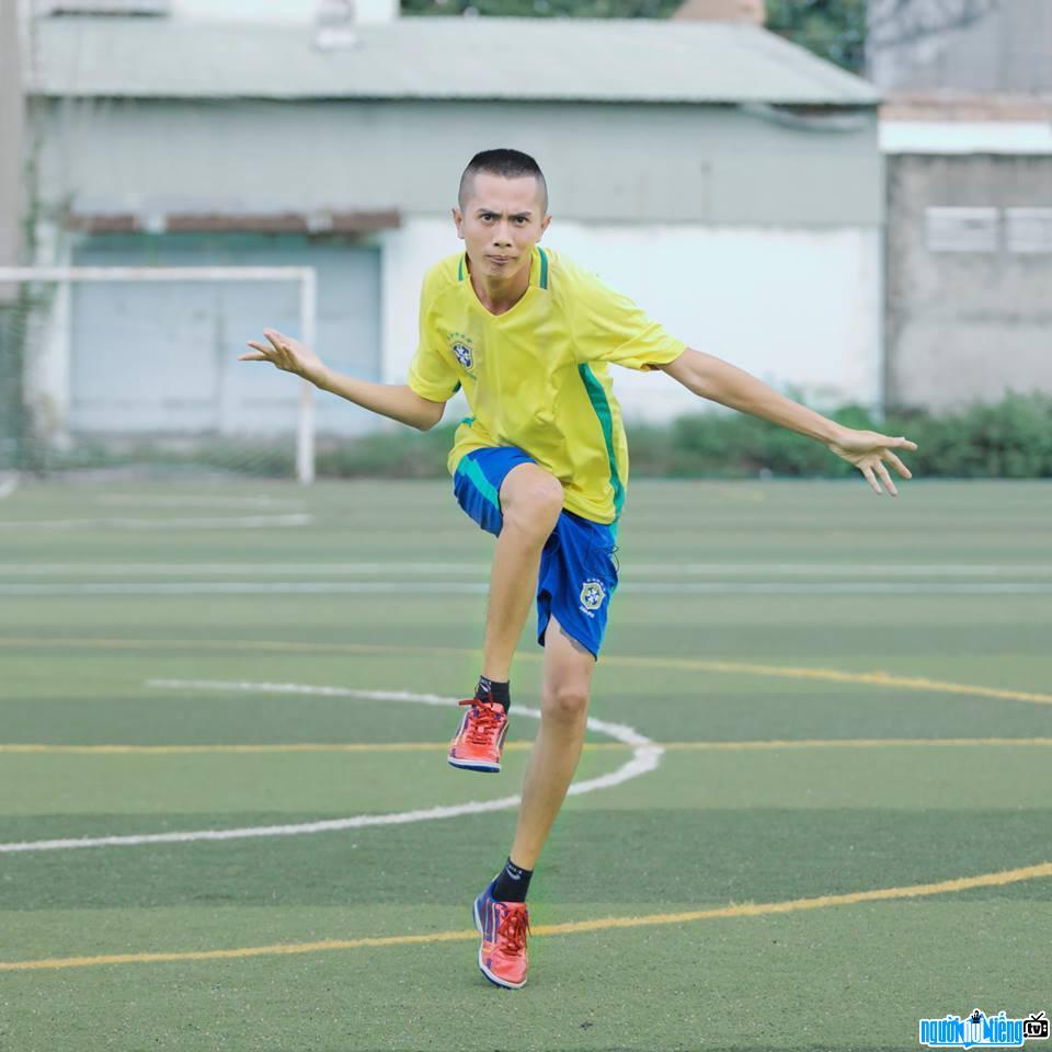 Điệu nhảy ăn mừng bàn thắng không thể vui hơn của diễn viên hài Huỳnh Phương