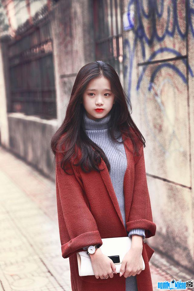 Linh Ka là một hot girl tuổi teen đang sở hữu lượng lớn người theo dõi Facebook cá nhân