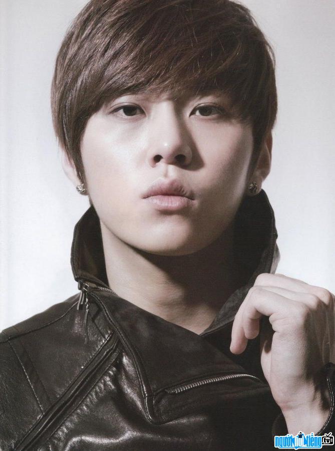 Ca sĩ Rapper Yong Jun-hyung