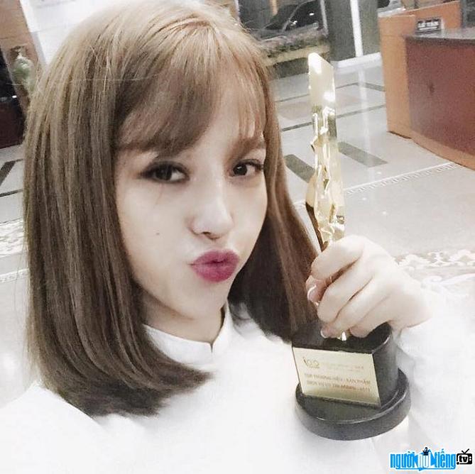 Hot girl Ly Xuân Ly thành công với thương hiệu thời trang của riêng mình