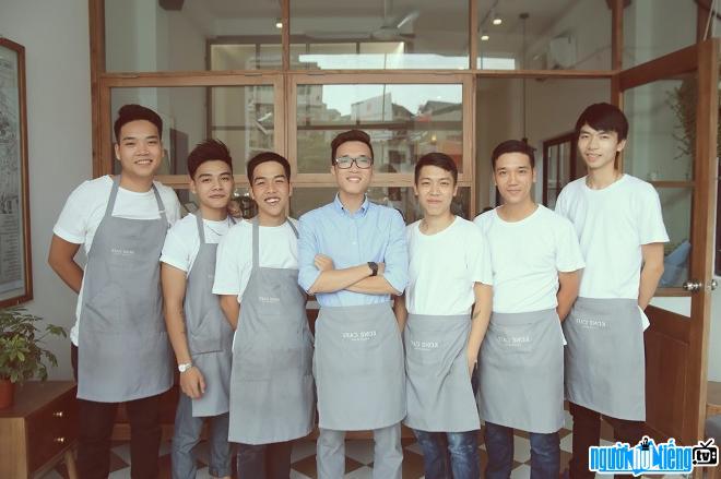 Blogger Vinh Vật Vờ hiện là chủ một quán cafe lớn