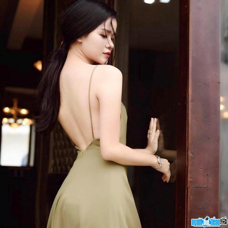 Thân hình quyến rũ của nhà văn Huyền Trang Bất Hối