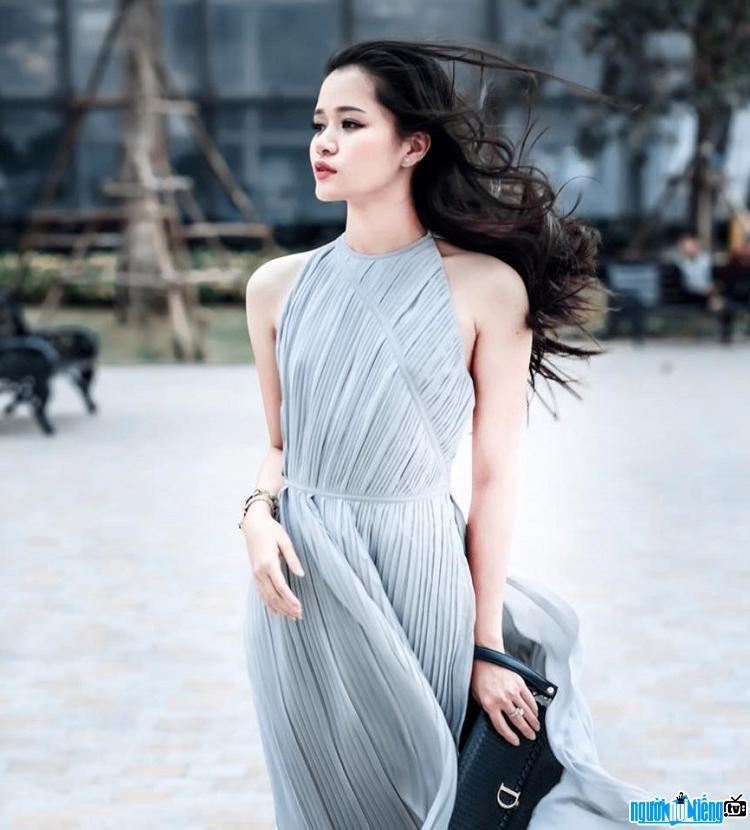 Nhà văn Huyền Trang Bất Hối xinh đẹp và quyến rũ