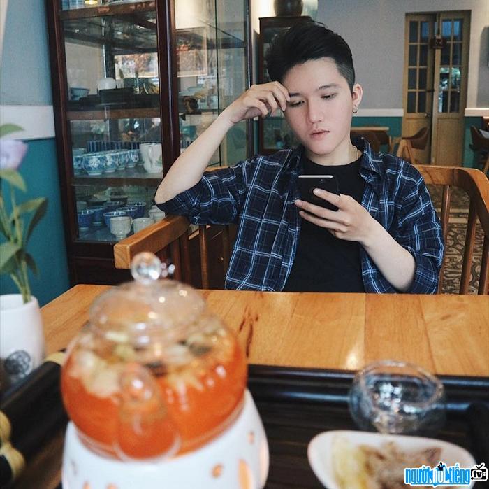 Ca sĩ Kenbi Nguyễn Hoài Nam đảm nhận vai trò hát chính trong nhóm HKTM