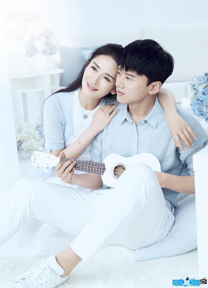 Ca sĩ Trương Kiệt hạnh phúc bên MC Tạ Na