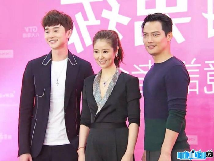 Diễn viên trẻ Trương Hiên Duệ cùng đàn chị Lâm Tâm Như