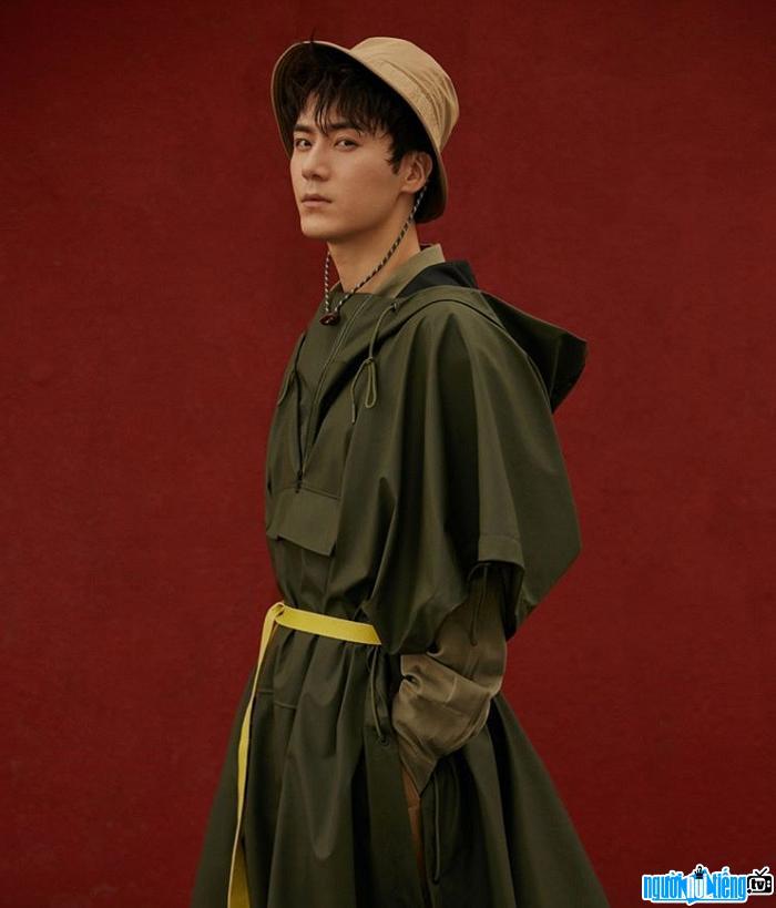 Diễn viên Mao Tử Tuấn bắt đầu hoạt động nghệ thuật với vai trò người mẫu