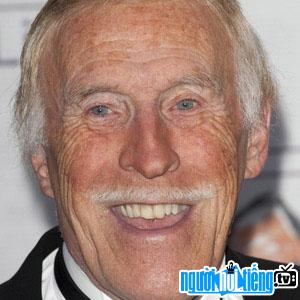 Ảnh MC game show Bruce Forsyth